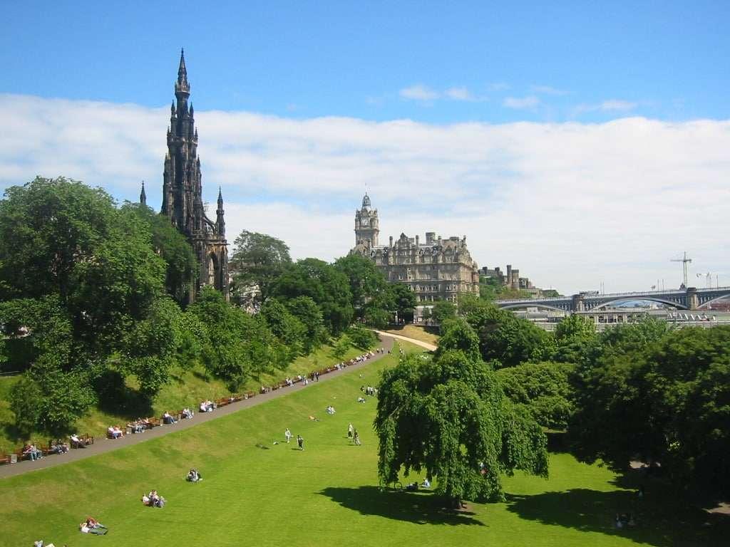 Edinburgh New Town princes street gardens